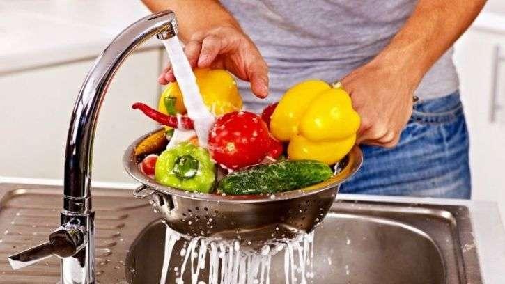 Ποια είναι η καταλληλότερη μέθοδος για το πλύσιμο των λαχανικών μας;