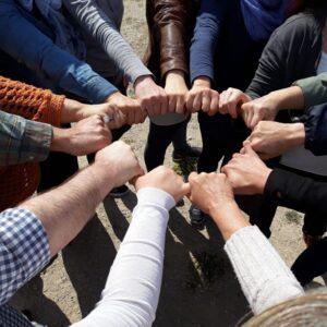 Έντεχνη δράση χέρια μαζι στο Φιλοπάππου